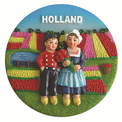 Koelkast magneet jongen en meisje bij tulpenveld.