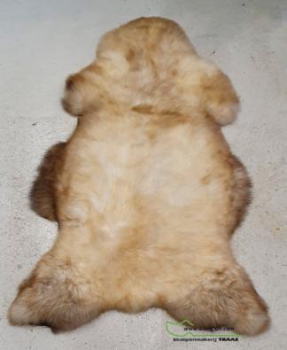 bruin witte schapenvacht