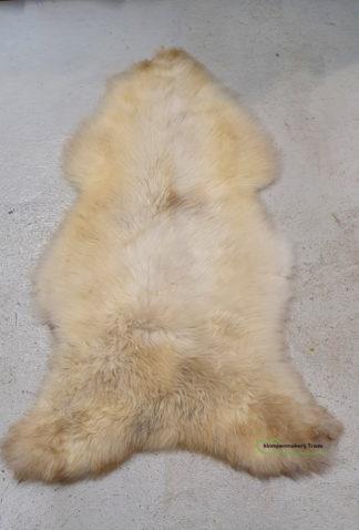 Wit met bruine schapenvacht